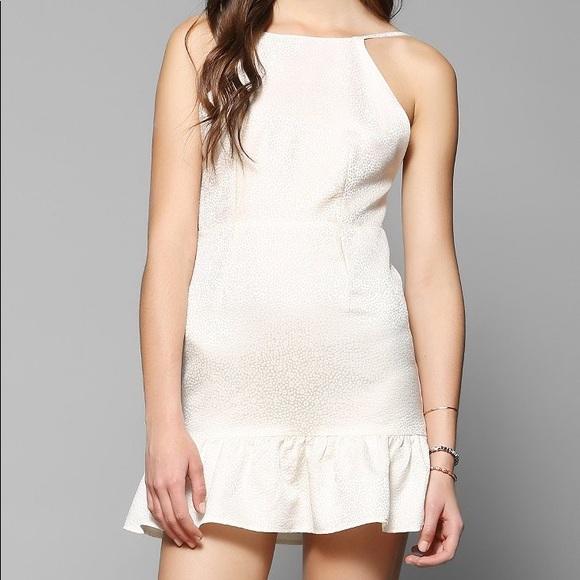 d1f6bc1add31ce FLASH SALE Stone Cold Fox Pistol Dress - White. M 5add297a46aa7c6272cb6413